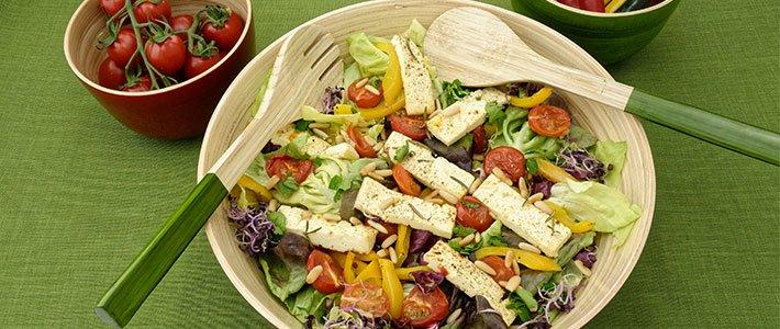 Header bunter Salat mit Schafskäse
